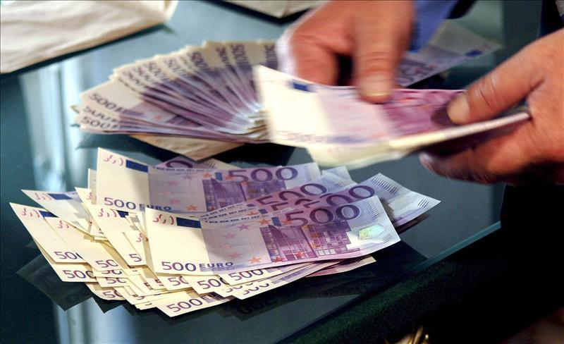El bono español pasa del 5 por ciento, pero la prima de riesgo cae a 277 puntos básicos