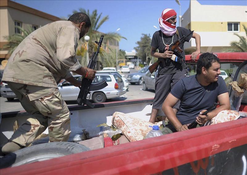 La OTAN colabora en la búsqueda de Gadafi, según el ministro de Defensa británico