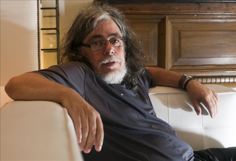 Manuel Moya revive las ilusiones perdidas de la Revolución de los Claveles