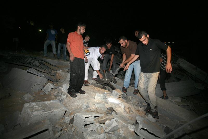 Nuevos bombardeos israelíes en Gaza dejan al menos tres muertos y veinte heridos
