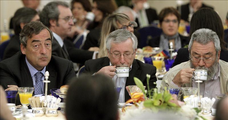 Sindicatos y patronal ultiman mantener hasta 2014 la moderación salarial