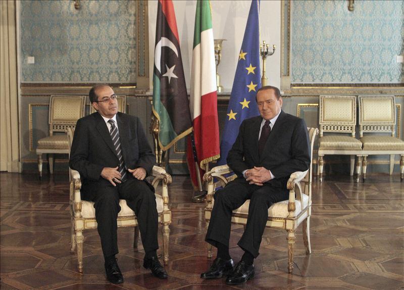 Berlusconi promete al CNT libio desbloquear 350 millones de euros de fondos libios