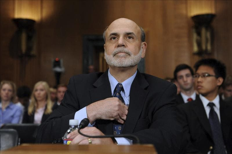 La Fed estudiará nuevas medidas de estímulo el mes próximo, según Bernanke