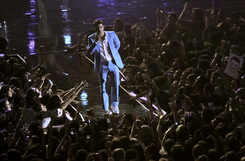 Joe Jonas y Kesha actúan en México en un concierto sometido a las cámaras