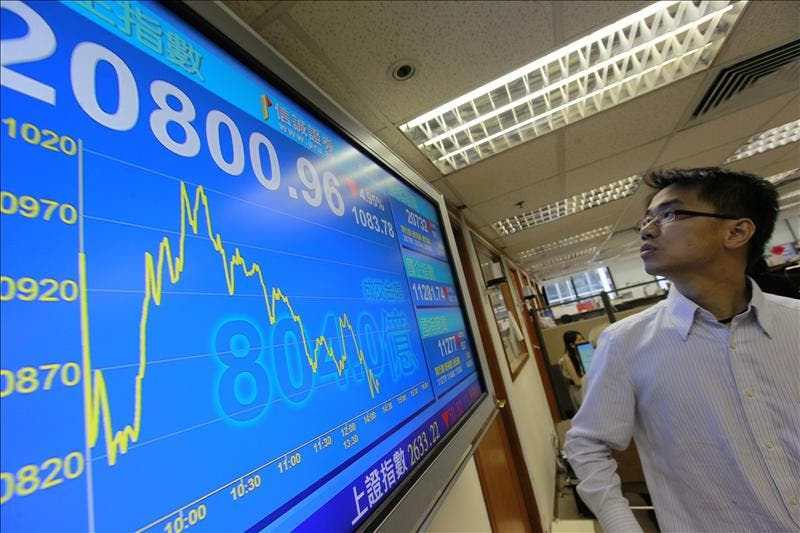 La Bolsa de Hong Kong baja un 0,86 por ciento a la espera de señales de Estados Unidos