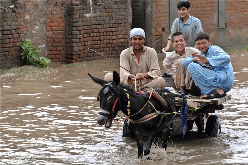Al menos 45 muertos y 37 desaparecidos por un torrente de agua en Pakistán