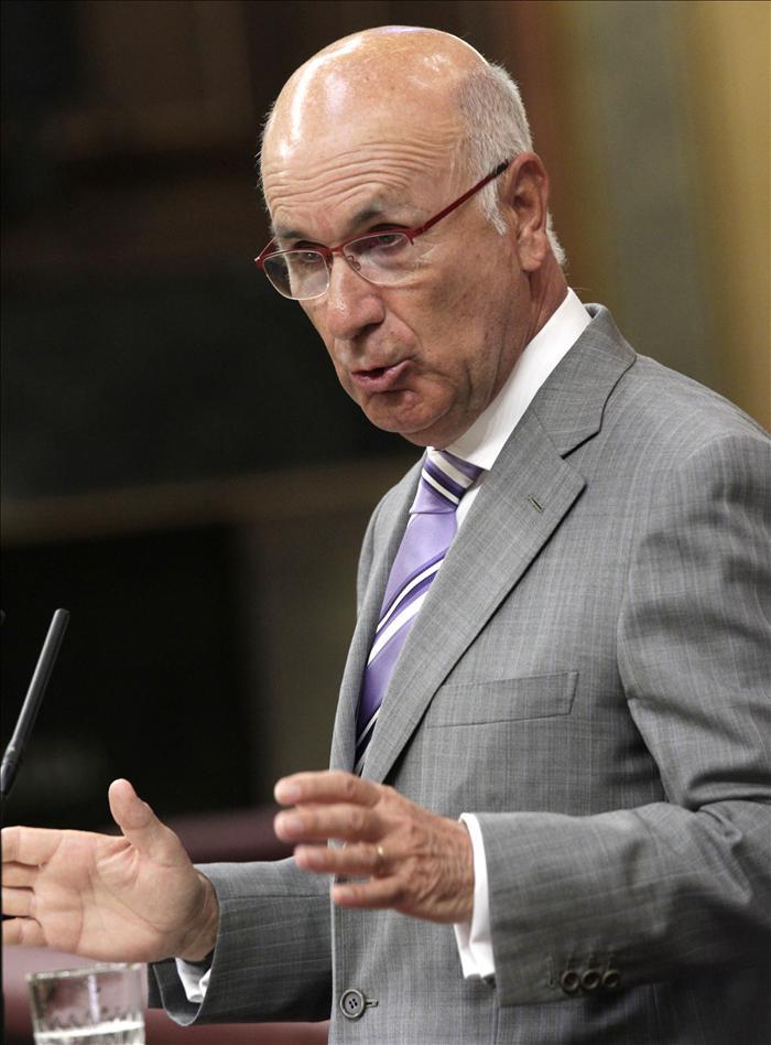 Duran critica las prisas del Gobierno y propone un referéndum sobre la Constitución