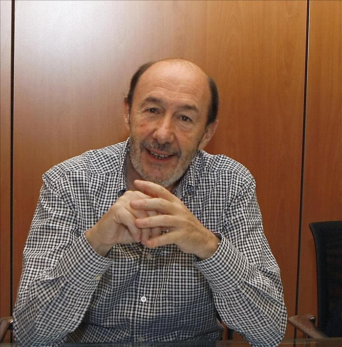 Rubalcaba descarta referéndum e invita a compañeros críticos a leerse acuerdo
