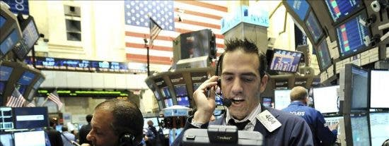 Wall Street interrumpe cuatro semanas de descensos con las esperanzas de un estímulo