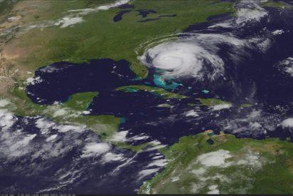 """La costa este de EE.UU. espera en alerta la llegada del huracán """"Irene"""""""
