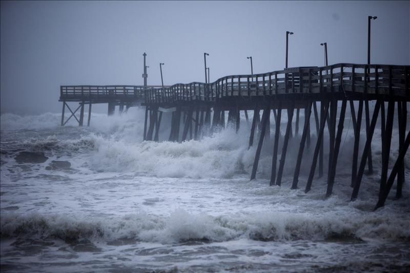 """El huracán """"Irene"""" toca tierra en Carolina del Norte"""
