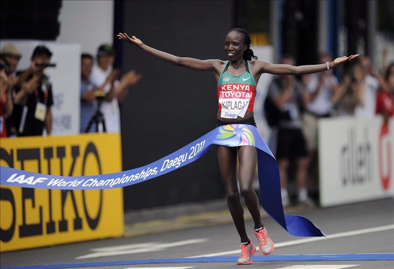 Kenia repite triplete en 10.000 y barre con todas las medallas del primer día