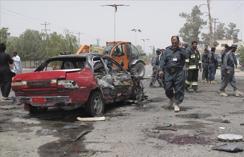 Cinco muertos y decenas de heridos por tres atentados suicidas en Afganistán