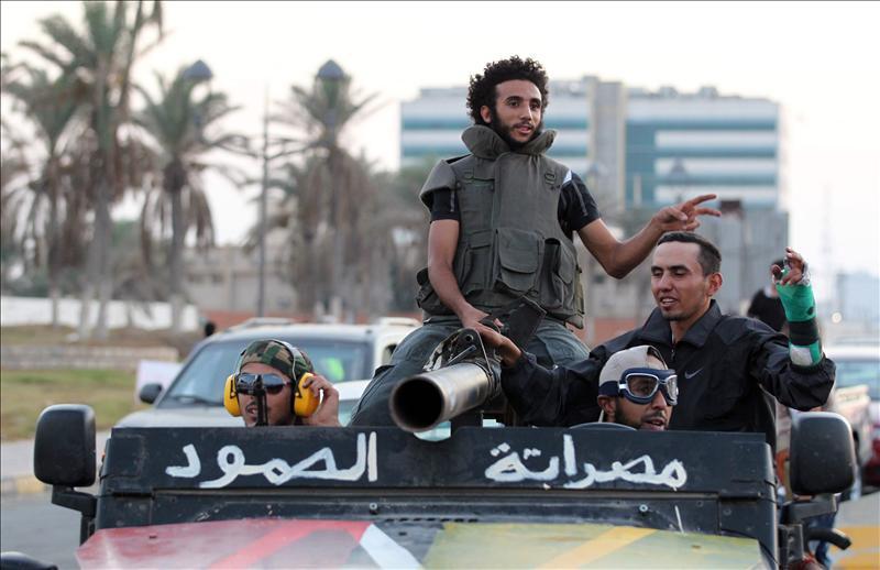 Los rebeldes libios controlan Ben Yawad en el este y avanzan hacia Sirte