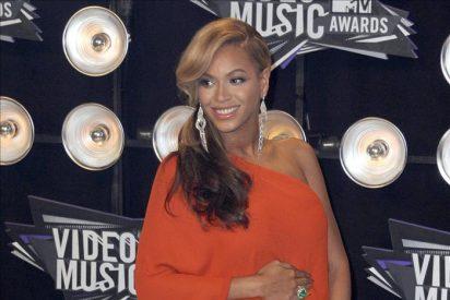 La cantante estadounidense Beyoncé Knowles anuncia que está embarazada