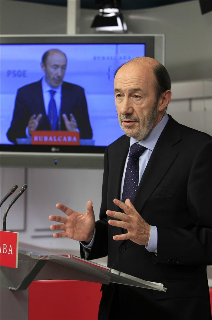 Zapatero y Rubalcaba quieren convencer al PSOE de las bondades de la reforma