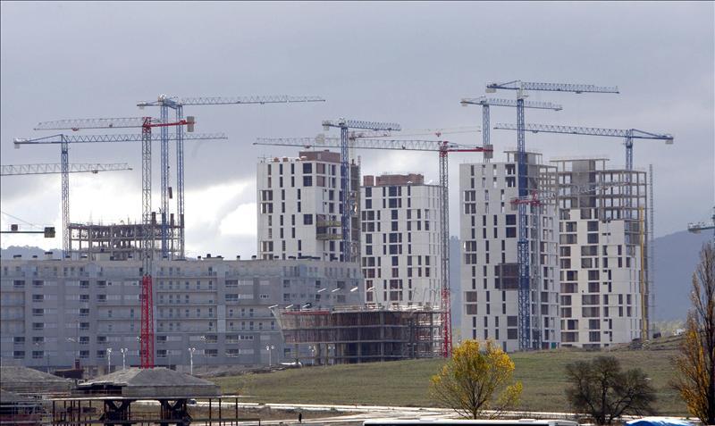 Las hipotecas en España caen un 42,4 por ciento y acumulan 14 meses de descensos
