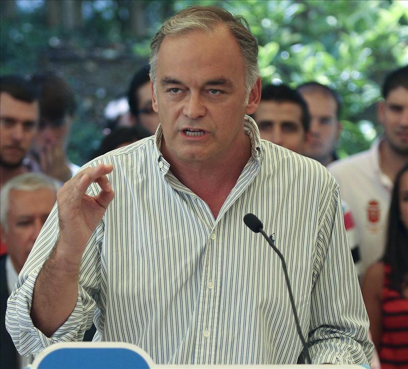 Pons dice que el PP no llevará en su programa una subida de impuestos a los más ricos