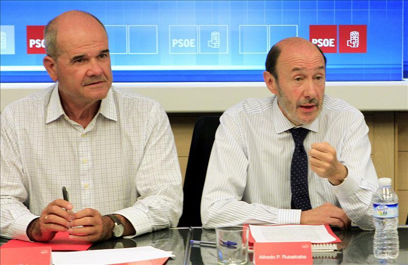 Rubalcaba persuade al PSOE de la reforma pero reprocha a Zapatero los modos