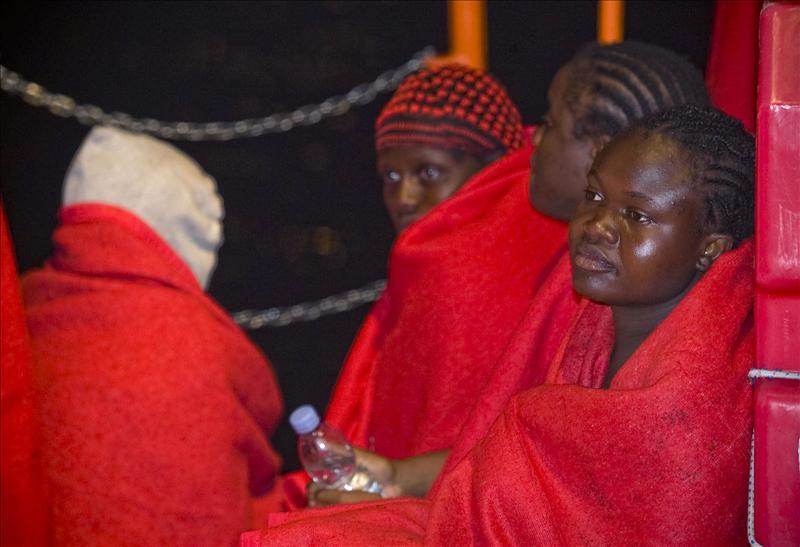 Rescatados 49 inmigrantes de una patera frente a las costas de Granada