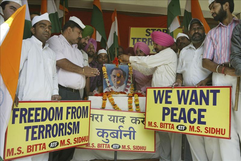 Suspenden por ocho semanas la ejecución de los acusados de la muerte de Rajiv Gandhi