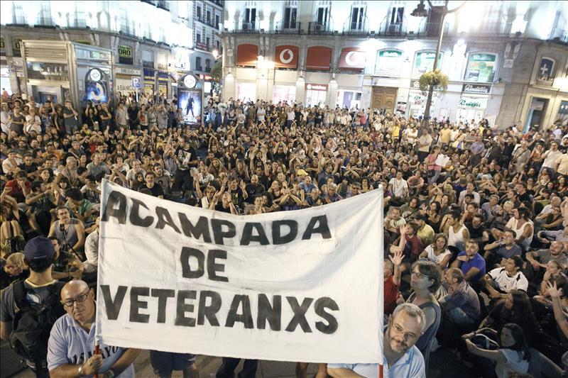 """Campamento de seis indignados """"veteranos"""" es desmontado por orden policial"""
