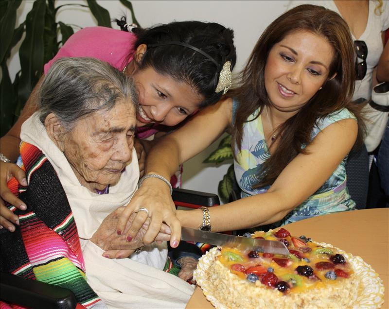 Festejan el cumpleaños 124 de una abuela mexicana que tiene 148 descendientes