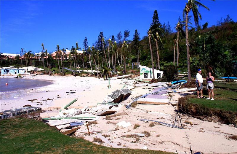 """La tormenta """"Katia"""" sigue su ruta por aguas abiertas en el este del Atlántico"""