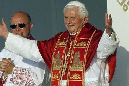 Llaves, pan, sal y guirnaldas para el Papa en el corazón de Madrid
