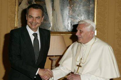 La economía y el Papa marcan la agenda de la vuelta al trabajo de Zapatero