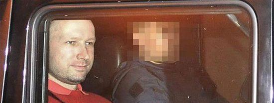 Breivik llamó a la policía diez veces desde la isla de Utøya para entregarse y al no hacerle caso siguió matando