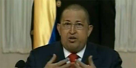 Hugo Chávez reaparece en TV con la cabeza rapada como una bola de billar