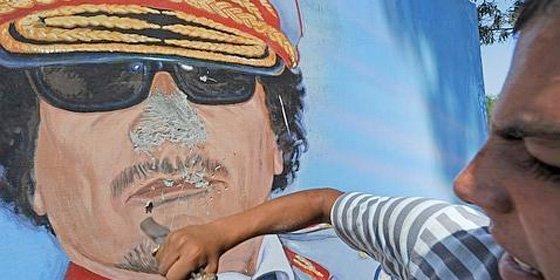 Gadafi se esconde en el desierto mientras su hija Aisha le hace abuelo un día después de huir a Argelia