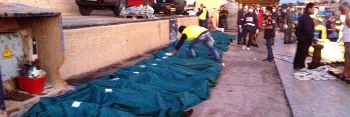 """La Guardia Costera italiana encuentra una barcaza con 25 """"sin papeles"""" muertos"""