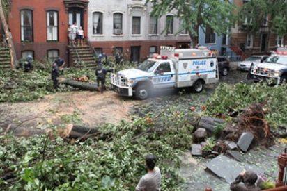 El huracán 'Irene' deja atrás Nueva York convertido en tormenta tropical y provocando menos daños de los previstos