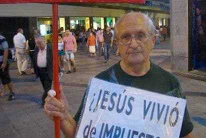 Un 'indignado' que protestaba por la visita del Papa recibe un navajazo
