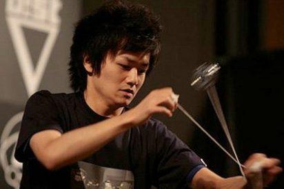 Alucinante video de los malabares con dos yoyos del Campeón del Mundo 2011