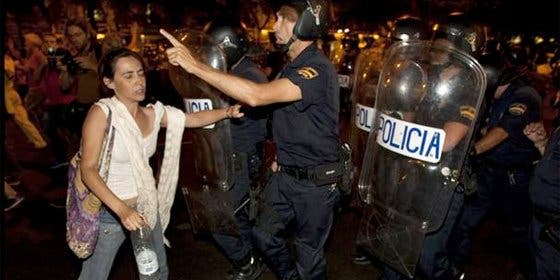 """Dos 'indignadas' urden venganza contra los policías que las detuvieron: """"Denunciaremos que nos violaron analmente"""""""