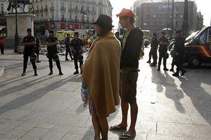 La Policía desaloja a los 'indignados' acampados en la Puerta del Sol