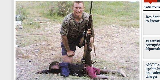 El 'cazador de negros' asegura que pagó al niño por la foto pero la policía no le cree y le persigue por asesinato
