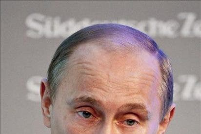 Enseñe sus tetas por el presidente Vladimir Putin
