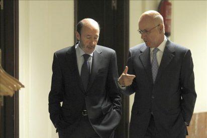 El PSOE y el PP apuran las últimas horas para incorporar a CiU a la reforma