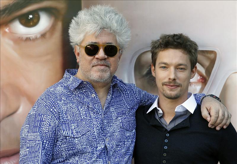 """Almodóvar llega a los cines en medio de la lucha entre """"Cowboys y Aliens"""""""