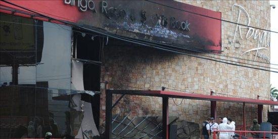 Detienen a un policía supuestamente vinculado con incendio en un casino mexicano