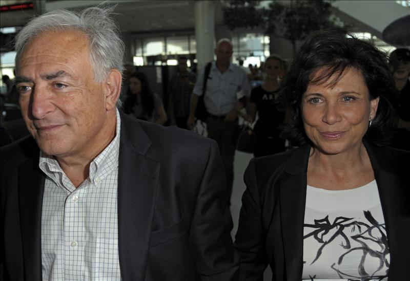 Strauss Kahn llega a aeropuerto neoyorquino para volar a París, según la prensa