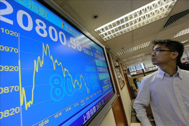 El índice Hang Seng cae un 2,17 por ciento a media sesión