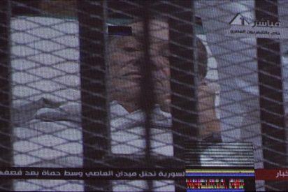Primeros testimonios no aclaran si Mubarak ordenó disparar a los manifestantes