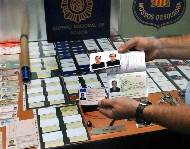 Desarticulan un grupo de falsificadores de tarjetas que actuaba en Cataluña