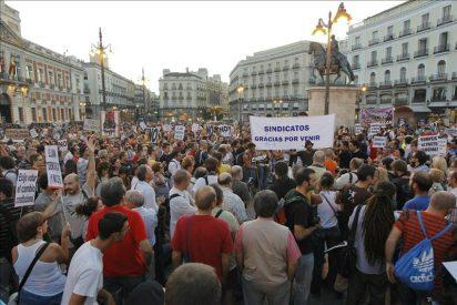 Miles de manifestantes recorren las capitales españolas para pedir un referéndum
