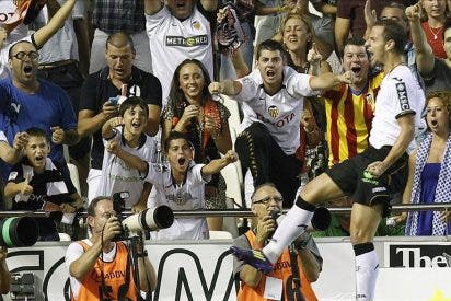 1-0. Un cabezazo de Soldado desniveló un partido parejo entre Valencia y Atlético